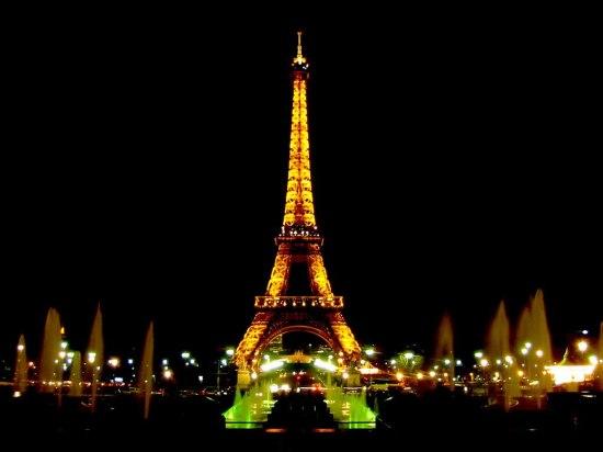 Polícia-evacua-Torre-Eiffel-após-ameaça-de-atentado