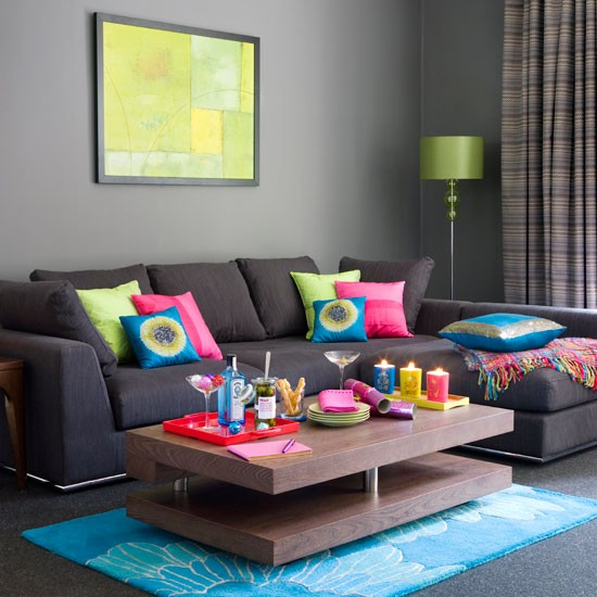 10-10-best-christmas-living-room-decorating-ideas-Tropical-brights-festive-living-room