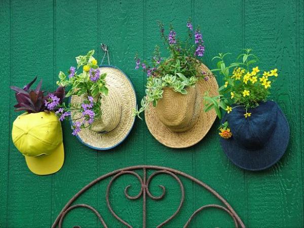 thumb_Original-Nancy-Ondra_unique-container-gardens-hats_s4x3_lg